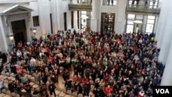 El estado de Ohio enfrenta un recorte más amplio de estos derechos sindicales.