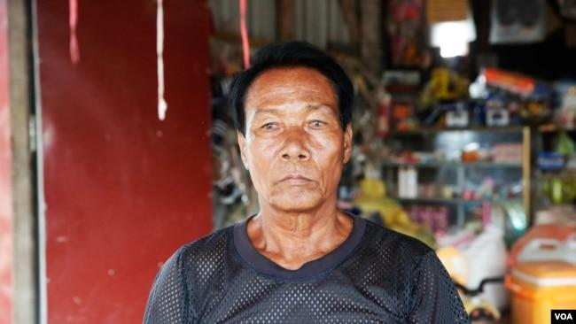 In Boy, 65, a resident of Thnanh village, Bati commune, talks to VOA Khmer, June 17, 2017. (Sun Narin/VOA Khmer)