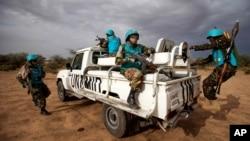 Anggoota Misi bersama Uni Afrika-PBB di Darfur (UNAMID) dari Tanzania tengah berpatroli di wilayah Khor Abeche, Darfur Selatan, Sudan (Foto: dok).