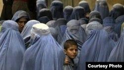 زنان، در زمان حاکمیت طالبان، حق کار کردن در ادارات، حق تحصیل در مکتب، و معاشرت اجتماعی بیرون از خانه بدون حضور مرد محرم شان را نداشتند.