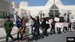 22일 미국 워싱턴 주재 중국대사관 앞에서 중국 정부의 탈북자 강제북송 중단을 촉구하는 시위대.
