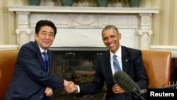 奧巴馬(右)與日本首相安倍晉三(左)(資料圖片)