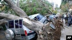 พายุลม Santa Ana กระหน่ำโจมตีชาวนครลอสแองเจลิสและเมืองใหญ่น้อย ในมลรัฐแคลิฟอร์เนียภาคใต้ ตลอดจนมลรัฐใกล้เคียง