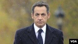 Presiden Nicolas Sarkozy khawatir dengan keselamatan lima sandera warga Perancis.