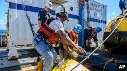 지난달 24일 미 해군이 실종된 미국 선박 '엘 파로'호 수색 작업을 펼치고 있다. (자료사진)