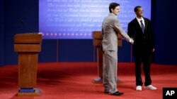 """""""Dvojnici"""" predsednika Baraka Obame i izazivača Mita Romnija tokom generalne probe na Denverskom univerzitetu"""