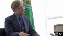 Para o Banco Mundial a China deve liberalizar o mercado. Robert Zoellick procura tenta esclarecer as perspectivas do relatório do Banco Mundial: China 2030 (Foto arquivo)