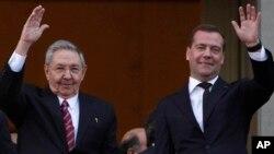 Рауль Кастро и Дмитрий Медведев.