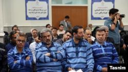 محسن پهلون (نفر دوم از چپ) در یکی از جلسات رسیدگی به پرونده پدیده شاندیز