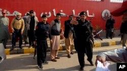 Politsiya Bacha Xon universitetida, Charsadda shahri, Pokiston, 20-yanvar, 2016-yil