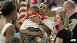 Presdednik Obama i Prva dama sa marincima na Havajima na dan Božića