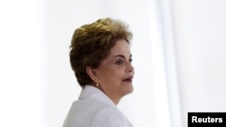 Presiden Brazil Dilma Rousseff di Istana Planalto Palace di Brasilia, Brazil (12/4). (Reuters/Ueslei Marcelino)
