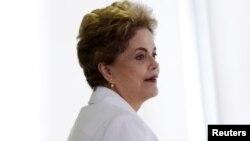 巴西总统迪尔玛·罗塞夫在2016年4月的一次教育会议上(资料图)