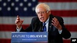 Thượng nghị sĩ Bernie Sanders của tiểu bang Vermont đã chỉ trích đối thủ của ông, cựu Ngoại trưởng Hillary Clinton, về việc hậu thuẫn cho các hiệp định thương mại tự do.