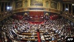 Fransa Parlamentosu Yeni Göçmen Yasasını Tartışıyor