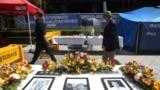 位于首尔的日本驻韩国大使馆附近陈列着已故韩国慰安妇的肖像。(2021年4月21日)