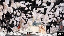 تمرین خواننده های اپرای هامبورگ برای اجرای «عروسی فیگارو» اثر درخشان موتسارت