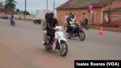 Moto-taxistas em Malanje