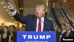 Ứng viên tổng thống Donald Trump phát biểu trước báo giới ở Manhattan, New York, ngày 3/9/2015.