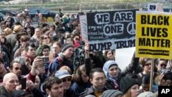 Demonstranti ispred Trampove zgrade u Njujorku
