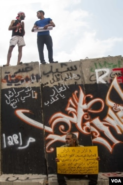 Protesters quickly covered the wall in graffiti and images. (Credit: John Owens/VOA)