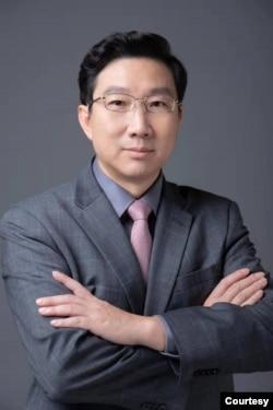 资料照:中国人民大学国际关系学院教授成晓河 (照片由成晓河提供)