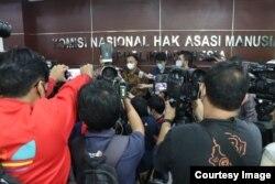 Suasana konferensi pers Wakil Ketua KPK Nurul Ghufron dan Komisioner Komnas HAM Choirul Anam di Jakarta pada Kamis (17/6). (Foto: Komnas HAM)
