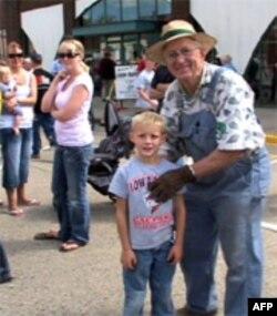 Сэм Кретсингер с внуком