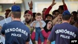 Vengriya politsiyasi suriyalik muhojirlar bilan yuzlashmoqda