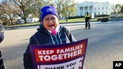 Sledbenica reforme zakona o emigraciji ispred Bele kuće