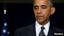 Tổng thống Mỹ Barack Obama phát biểu về vụ nổ súng vào cảnh sát ở Dallas sau cuộc họp với các nhà lãnh đạo EU tại Hội nghị thượng đỉnh NATO ở Warsaw, Ba Lan, ngày 08 tháng 7 năm 2016.