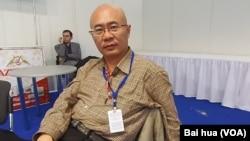 汉和防务评论总编平可夫(美国之音白桦拍摄)