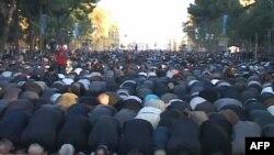 Besimtarët myslimanë të Shqipërisë festojnë Kurban Bajramin