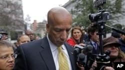 新奧爾良市前市長雷納金在法庭外