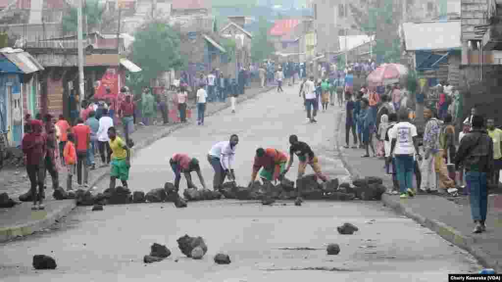 Des manifestants ont affronté la police dans les rues de Goma, en RDC, le 30 octobre 2017. (VOA/Charly Kasereka)