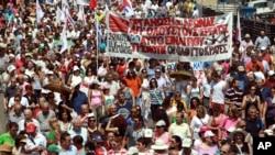 تظاهرات مردم یونان در مخالفت با برنامه صرفه جوئی دولت