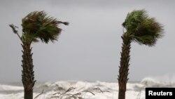 Jačina vetra uragana Sali je 130 kilometara na čas