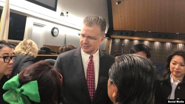 Đại sứ Daniel Kritenbrink trao đổi với người dân ở San Jose, California, ngày 18/02/2020. Photo Jane JB