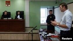16일 러시아 북부 키로프 법원에서 열린 항소심에서 반정부 인사 알렉세이 나발니가 발언하고 있다.
