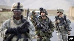Tropas francesas e americanas no Afeganistão