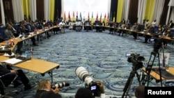 Les Chefs d'Etats et de gouvernements de l'Afrique de l'Ouest à l'ouverture de la 48e session de la Cédéao à Abuja, Nigeria, 16 décembre 2015.