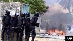 En images : nouveaux heurts dans des universités au Sénégal