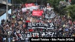 Menos de dos mil personas se manifestaron en São Paulo, y aunque las protestas iniciaron de forma pacífica, se volvieron muy violentas al final de la jornada.