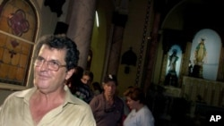 Cuban opposition leader Oswaldo Paya leaves after reading a statement about his Varela Project in La Inmaculaca Concepcion Church in Havana. (file)