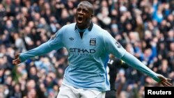 Manchester City's Yaya Toure celebrates his goal against Chelsea during their English Premier League soccer match at the Etihad Stadium in Manchester, northern England, February 24, 2013. REUTERS/Darren Staples (BRITAIN - Tags: SPORT SOCCER) FOR EDITORIA