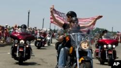 每年一度的滾雷摩托車隊開進美國首都華盛頓
