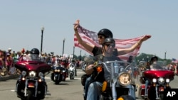 Pengendara motor Rolling Thunder berparade di kawasan Washington D.C. dan sekitarnya untuk memperingati Memorial Day atau Hari Pahlawan.