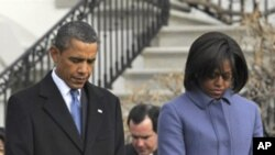President Barack Obama, first lady Michelle Obama, observe a moment of silence on South Lawn of the White House in Washington, to honor those who were killed and injured in the shooting in Tucson, Arizona, 10 Jan 2011