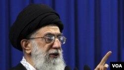 Pemimpin tertinggi Iran, Ayatollah Ali Khamenei, mengecam tuduhan AS terhadap Iran (15/10).