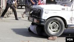 سکیورٹی فورس کی گاڑی سے نوجوان کچلا گیا تھا